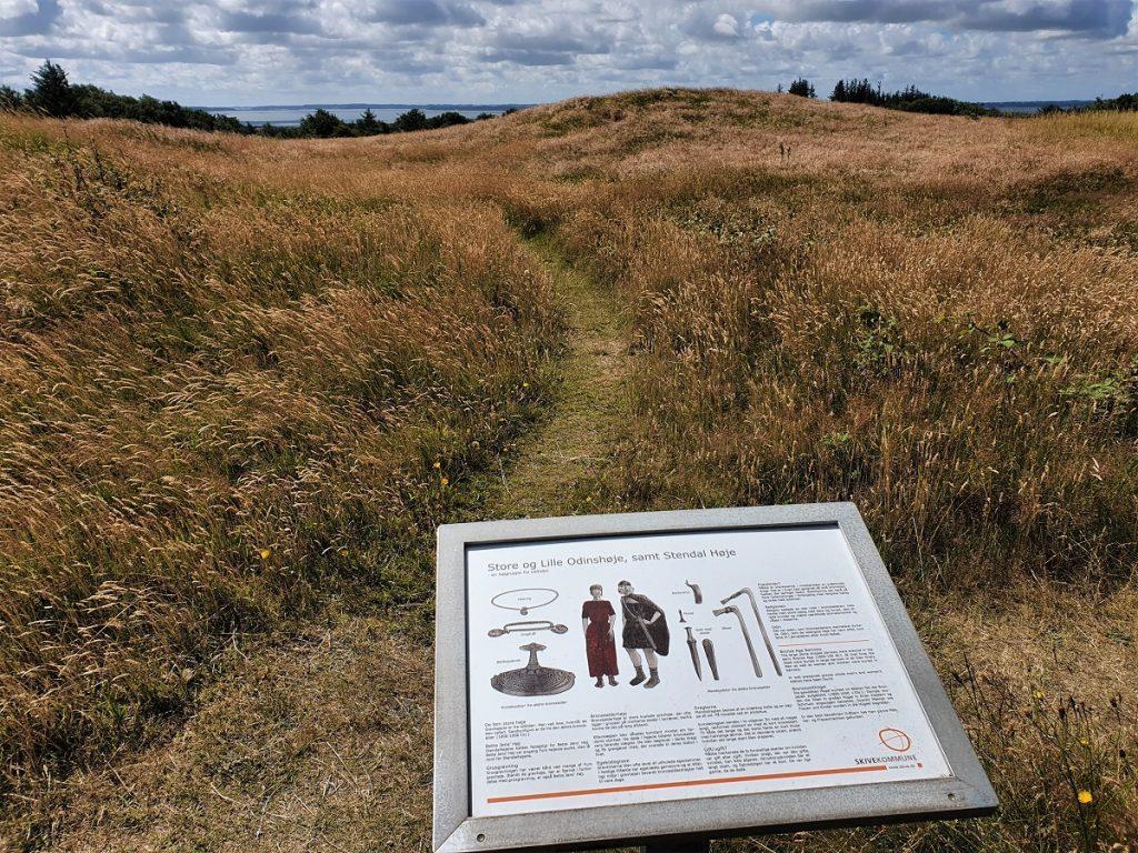 grafheuvels op het eiland fur